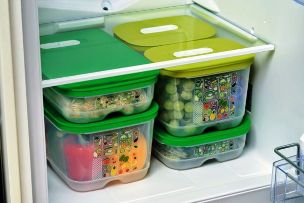 Для хранения овощей можно использовать пластиковую герметичную тару
