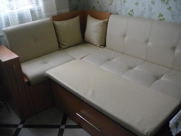 Угловой диван для кухни