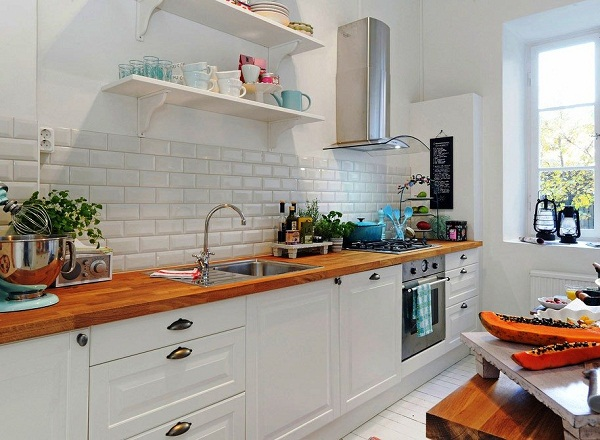 Стены белого цвета на кухне