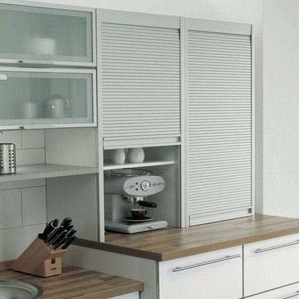 кухонный гарнитур с рольставнями на кухне в хрущевке