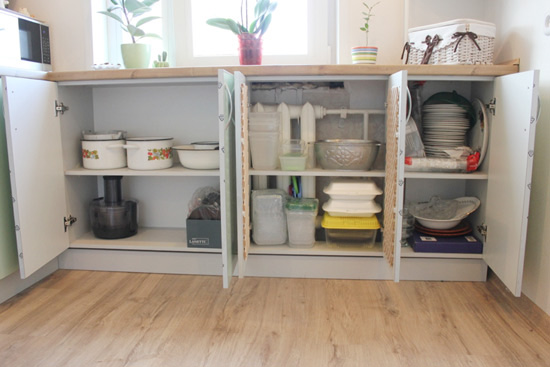 органайзер для хранения под подоконником на кухне фото