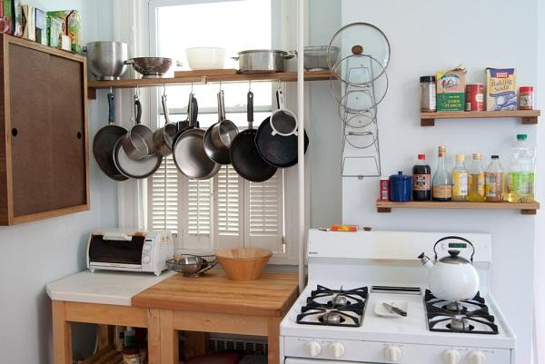 Как распределить всю утварь на маленькой кухне