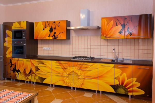 подсолнухи в декоре интерьера кухни
