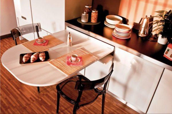 выдвижная столешница на маленькой кухне фото