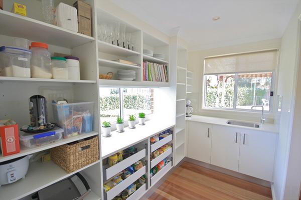 подоконник на кухне система хранения фото