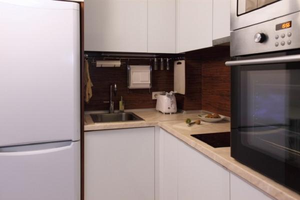 нижние модули гарнитура на маленькой кухне