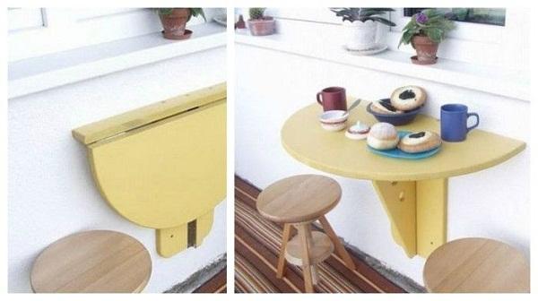 Откидной столик у свободной стены на маленькой кухне