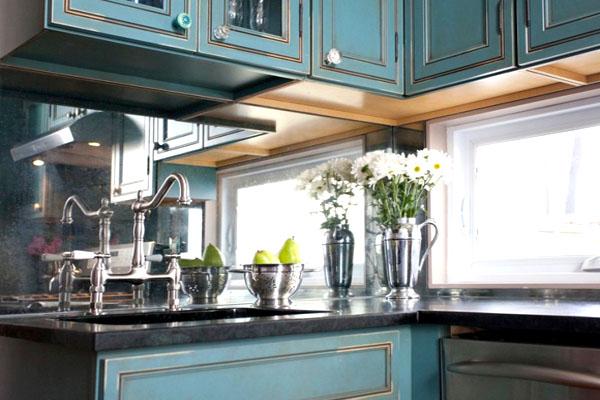 зеркала в интерьере кухни