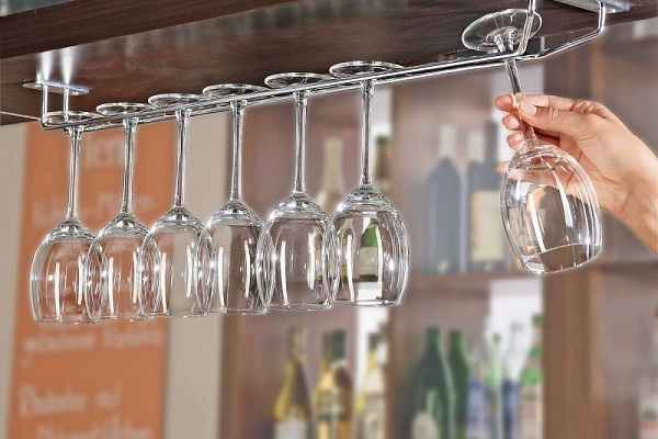 способы хранения бокалов на кухне