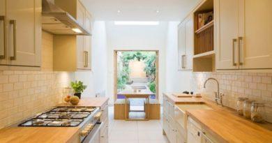Как сделать узкую кухню визуально шире