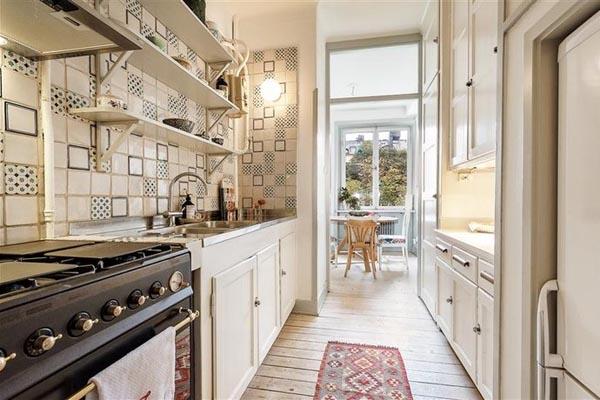 Как обустроить узкую длинную кухню