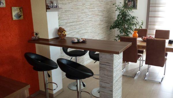 барная стойка на маленькой кухне вместо стола