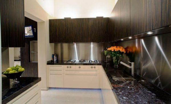 Металл в интерьере кухни