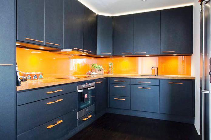 Оранжевый кухонный фартук