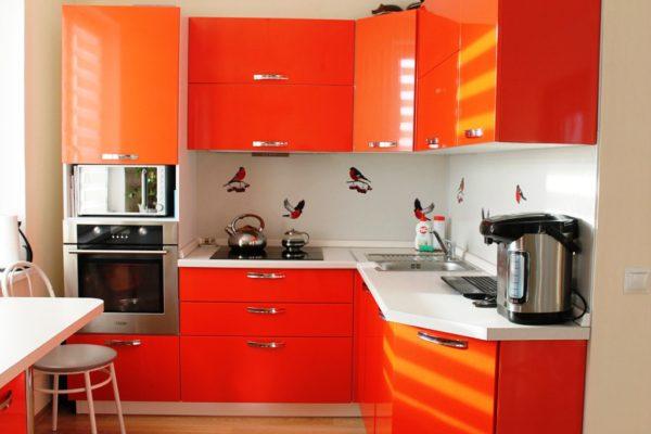 Кухня в оранжевом цвете