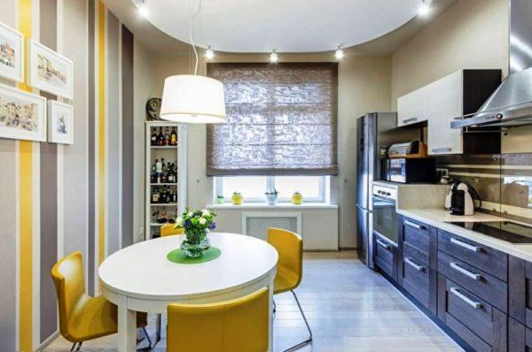 Отличное решение - использование точечных светильников на потолке или настенные бра, поскольку они придают максимально мягкое освещение всему помещению