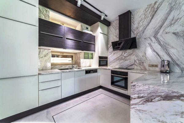 Отделка мрамором в современной кухне