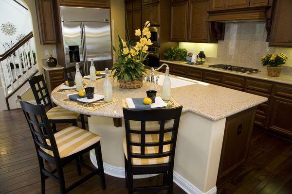 обеденный стол на кухню из камня