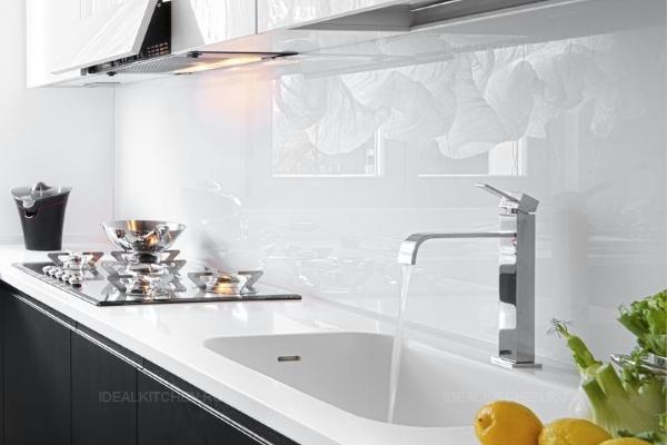 Фартук из стекла для кухни
