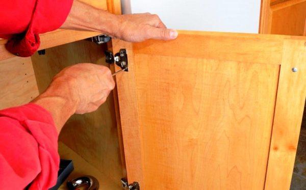 Демонтирование кухонных шкафов