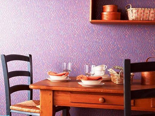 Флизелиновые обои - отличный вариант для кухни, если хочется изменить обстановку, не затевая большого ремонта. Стены с таким покрытием можно окрашивать, меняя цвет до 10 раз!