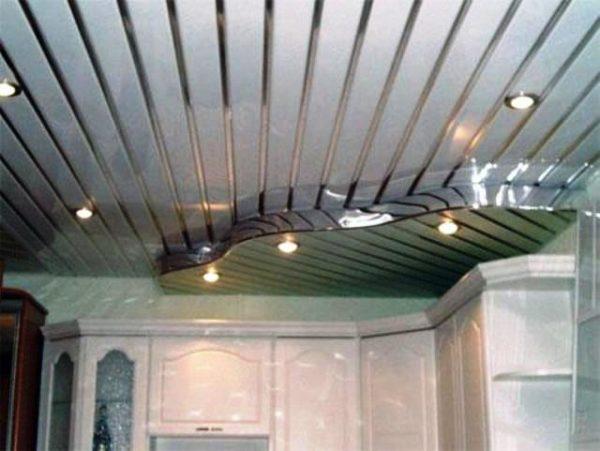 Реечная система – набор металлических узких ламелей, закрепляемых на специальный подвесной каркас