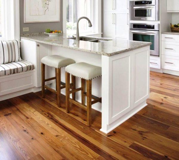Деревяннын полы на кухне