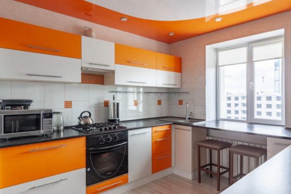 Кухня в цитрусовых тонах