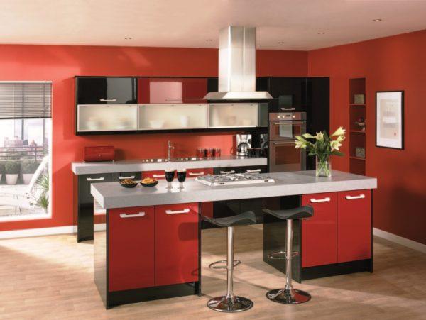 Красный цвет для стен кухни
