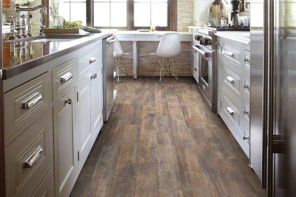 Ламинатный пол на кухне