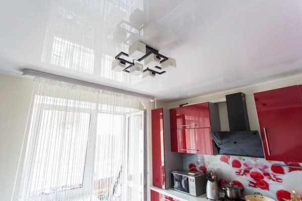 Натяжные потолки на кухне фото в интерьере