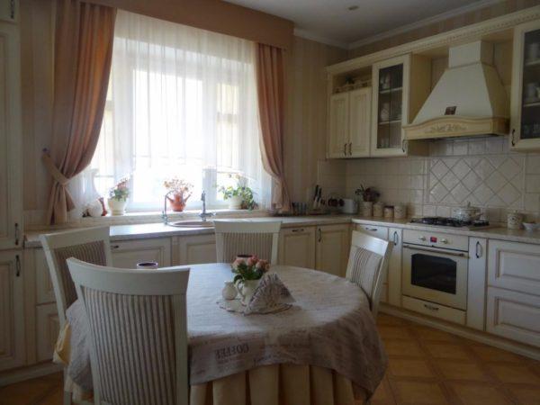 круглый кухонный стол для маленькой кухни
