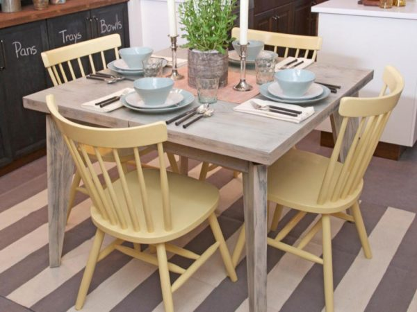 Прямоугольный и квадратный стол для маленькой кухни