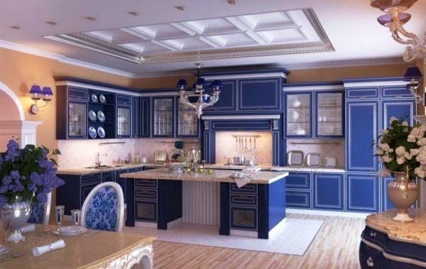 Темно-синие кухни — это действительно уникальный и незабываемый дизайн, благодаря которому пребывание в помещении станет комфортным и успокаивающим