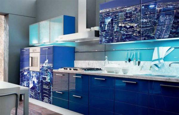 Темно-синий интерьер кухни