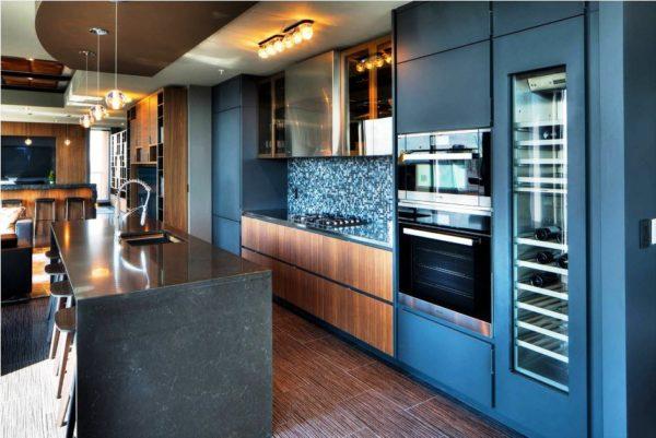 Мебель на кухне темно-синего цвета