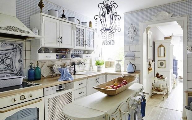 Белая кухня в стиле шебби-шик