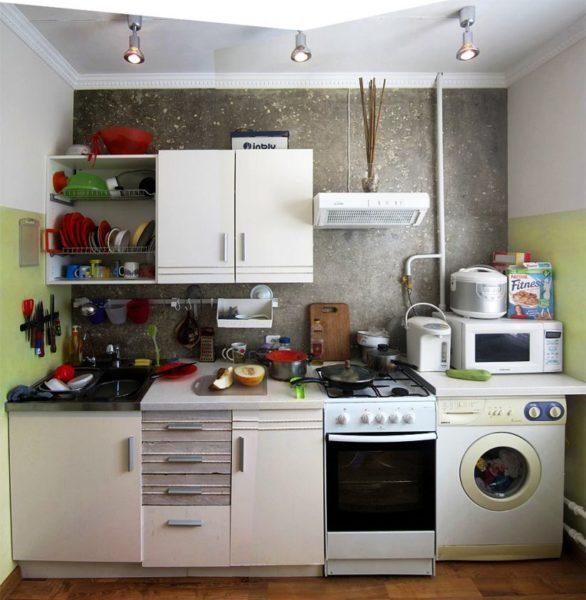 Даже в самом маленьком кухонном гарнитуре может обнаружиться масса достоинств, если подойти к его созданию со знанием дела