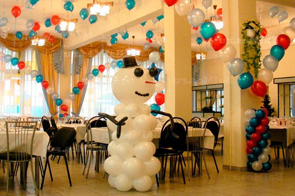 Новогоднее оформление банкетного зала воздушными шарами