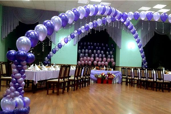Как украсить банкетный зал воздушными шарами