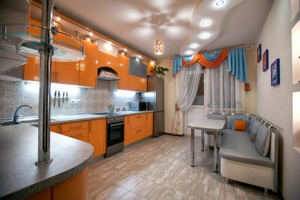 Натяжные потолки на кухне преимущества